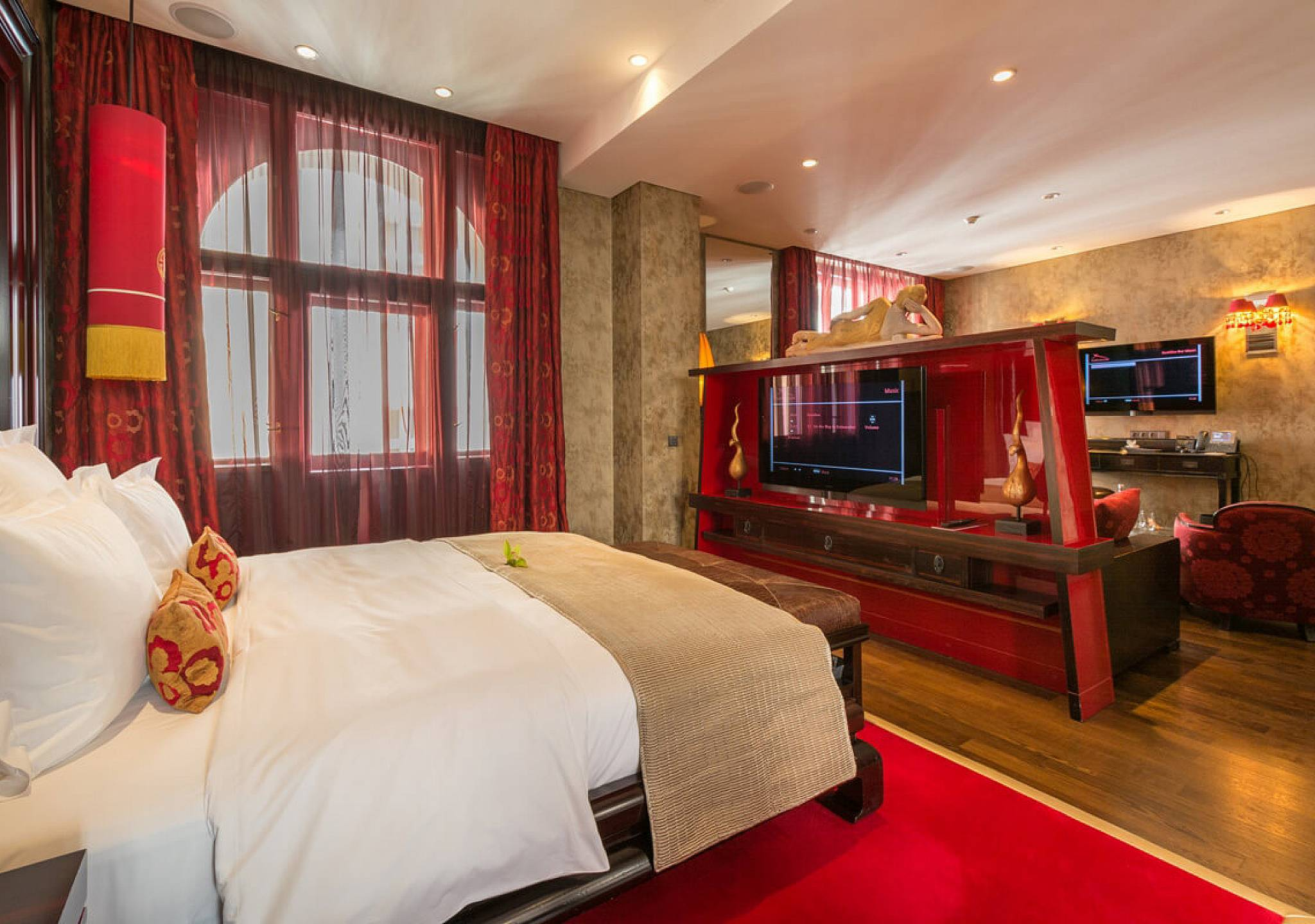 Luxury suites in prague the sangha suites at buddha bar for Luxury hotels prague